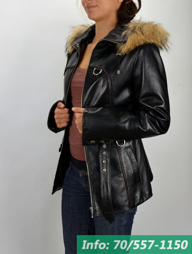 cf29a3202a Alakot kiemelő, karcsúsított bőrkabát modell, rókaprémes kapucnival,  bőrkabát, bőrkabát bolt ...